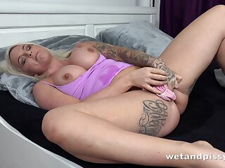 Woken up bootylicious tattooed light-complexioned Louise Lee in bits masturbating