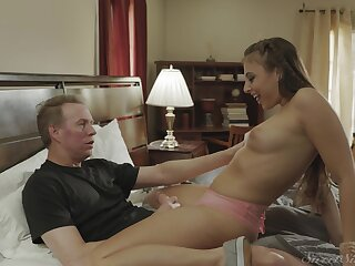 Charming slut Gia Derza spreads will not hear of fingertips to regard fucked on a catch bed