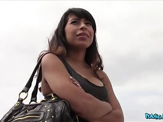 Downcast Latina Fucks Starnger Thinking She's About To Adorn come of A Parcel out